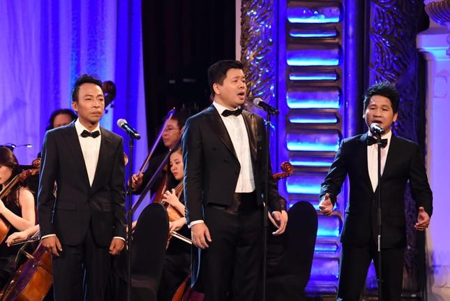 Đăng Dương trình diễn đàn bầu và giọng hát đỉnh cao trong live concert đầu tiên - ảnh 1
