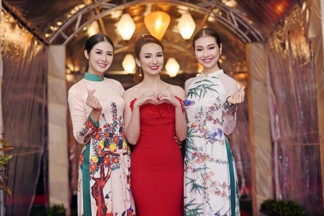 Ngọc Hân cùng dàn người đẹp diễn áo dài tại tiệc chào mừng APEC - ảnh 3