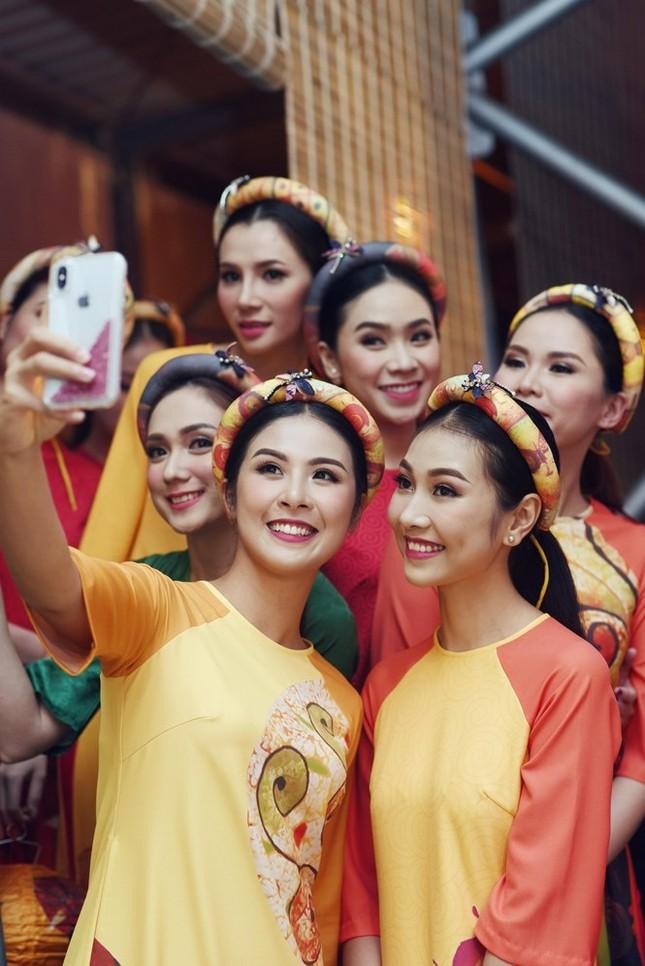 Ngọc Hân cùng dàn người đẹp diễn áo dài tại tiệc chào mừng APEC - ảnh 5