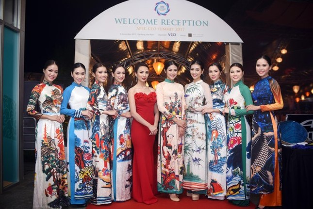 Ngọc Hân cùng dàn người đẹp diễn áo dài tại tiệc chào mừng APEC - ảnh 1