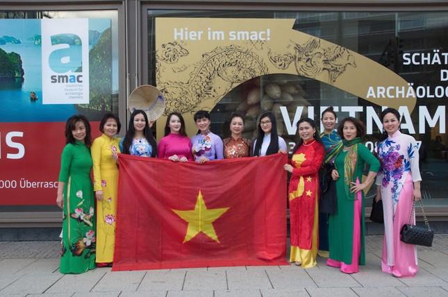 Mang Tết Việt sang trời Tây - ảnh 1