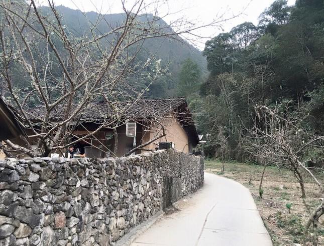Ngôi nhà của Pao yên bình trên cao nguyên đá - ảnh 1