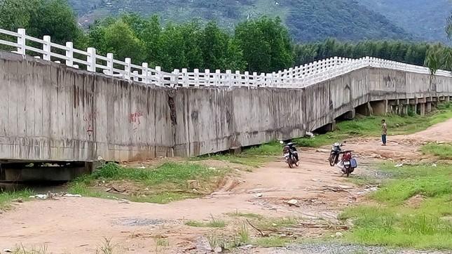 Cầu máng sông Dinh 3 sập do thiết kế, thi công - ảnh 1