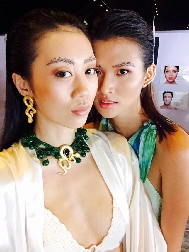 Loạt mẫu Việt bị cấm diễn ở tuần lễ thời trang Việt Nam?  - ảnh 2