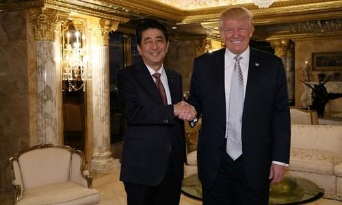 Con gái Trump ngồi họp cùng cha và thủ tướng Nhật Bản - ảnh 1