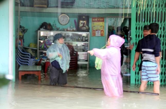 Mưa lớn 4 ngày, trung tâm Quảng Nam ngập sâu - ảnh 1