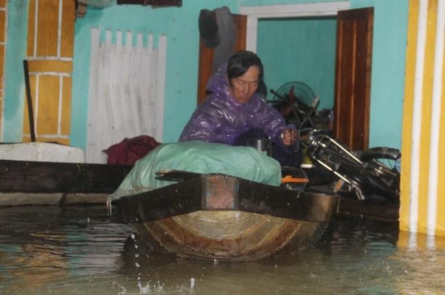 Mưa lớn 4 ngày, trung tâm Quảng Nam ngập sâu - ảnh 2