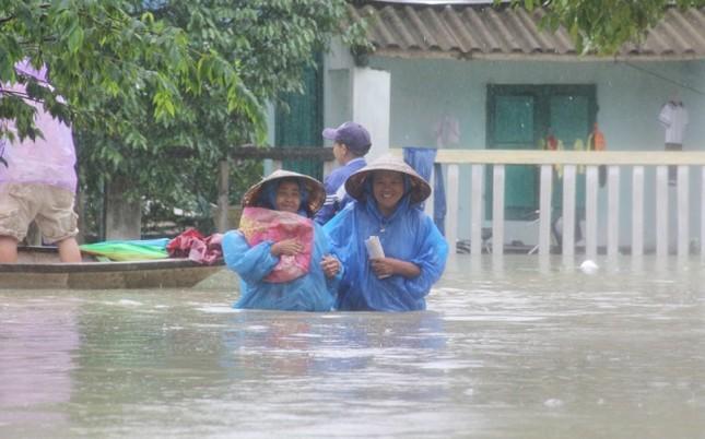 Mưa lớn 4 ngày, trung tâm Quảng Nam ngập sâu - ảnh 5