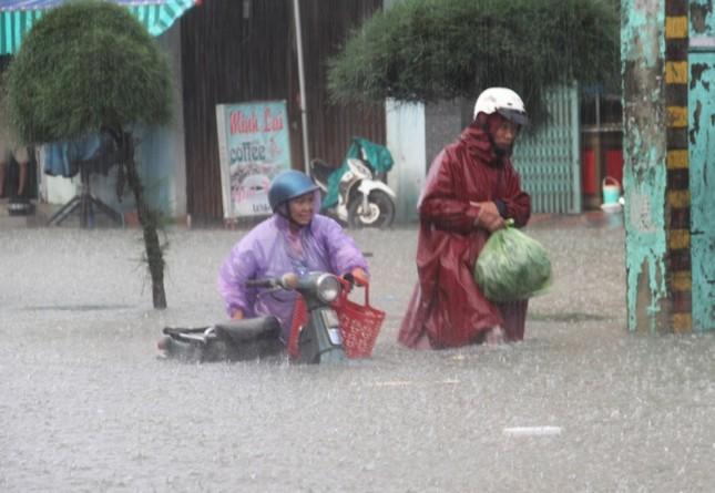 Mưa lớn 4 ngày, trung tâm Quảng Nam ngập sâu - ảnh 6