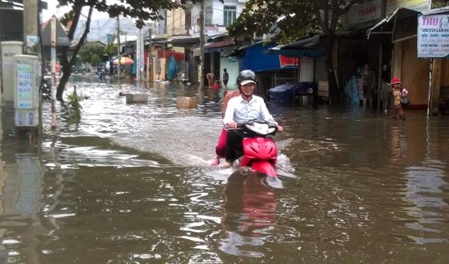 Mưa lớn 4 ngày, trung tâm Quảng Nam ngập sâu - ảnh 7