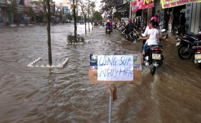 Mưa lớn 4 ngày, trung tâm Quảng Nam ngập sâu - ảnh 8