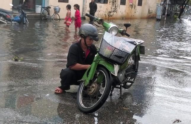Mưa lớn 4 ngày, trung tâm Quảng Nam ngập sâu - ảnh 9