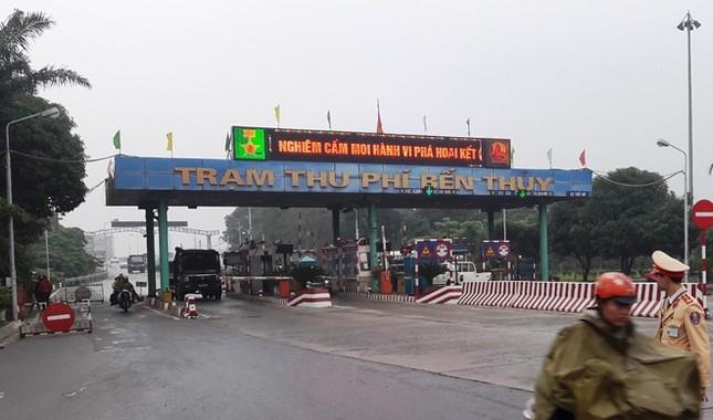 Dân đưa ôtô chặn cầu Bến Thủy 1 để phản đối thu phí cao - ảnh 2