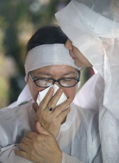Gia đình, đồng nghiệp tiễn biệt nghệ sĩ Quang Lý trong giai điệu 'Thuyền và biển'  - ảnh 1