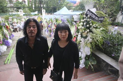 Gia đình, đồng nghiệp tiễn biệt nghệ sĩ Quang Lý trong giai điệu 'Thuyền và biển'  - ảnh 5