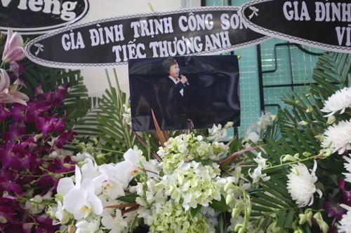 Gia đình, đồng nghiệp tiễn biệt nghệ sĩ Quang Lý trong giai điệu 'Thuyền và biển'  - ảnh 9