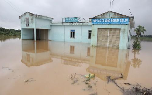 Mưa lớn và thủy điện xả lũ, hạ du Quảng Nam ngập sâu - ảnh 2