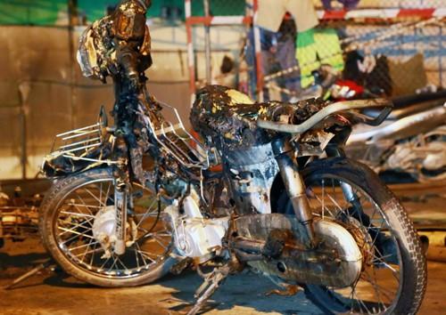 Hơn 40 xe bị thiêu rụi trong vụ cháy cây xăng ở Sài Gòn - ảnh 4