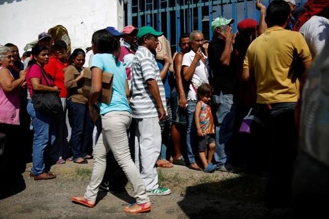 Cha mẹ nghèo ở Venezuela bỏ con vì thiếu đói - ảnh 1