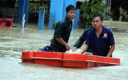 Khoảng 100 người chết sau 5 đợt mưa lũ - ảnh 1