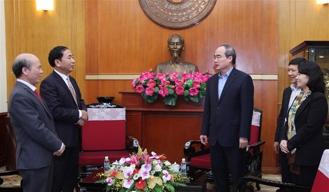 Chủ tịch Nguyễn Thiện Nhân tiếp nhận ủng hộ đồng bào lũ lụt - ảnh 1
