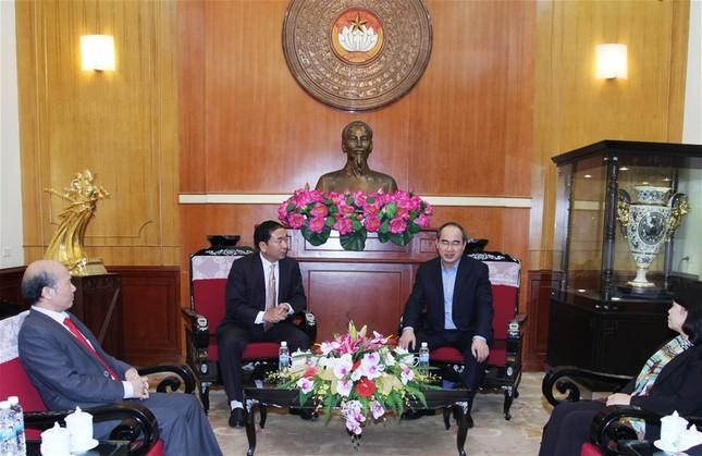 Chủ tịch Nguyễn Thiện Nhân tiếp nhận ủng hộ đồng bào lũ lụt - ảnh 2