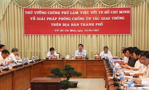 Thủ tướng: 'Hạn chế xây cao ốc ở trung tâm TP HCM để giảm kẹt xe' - ảnh 1