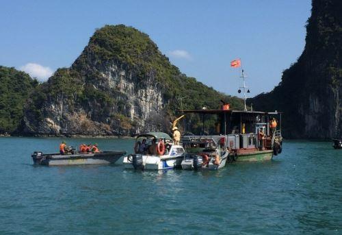 Du khách nước ngoài trói chân, nhảy xuống vịnh Hạ Long tự tử - ảnh 1