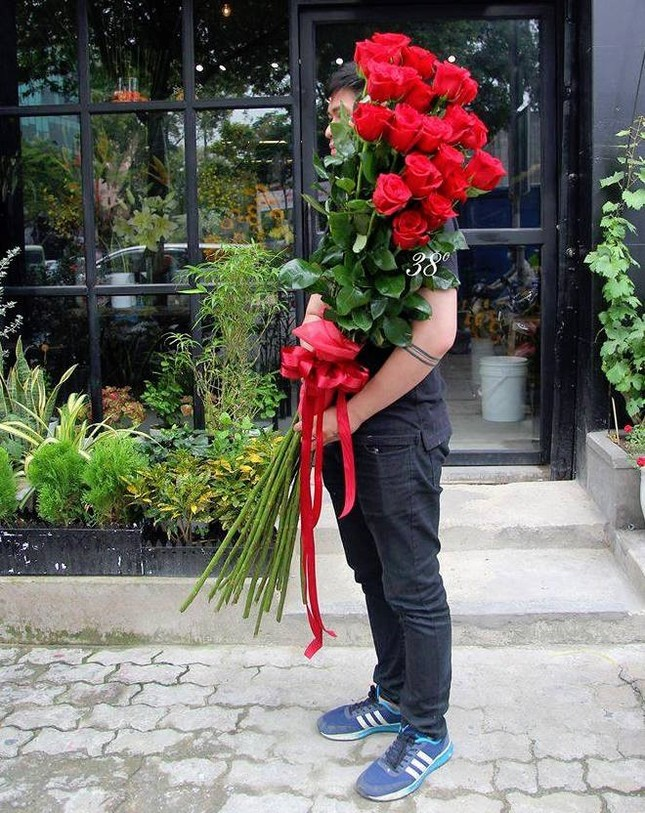 Hoa hồng giá nửa triệu cao hơn người cháy hàng dịp Valentine - ảnh 2