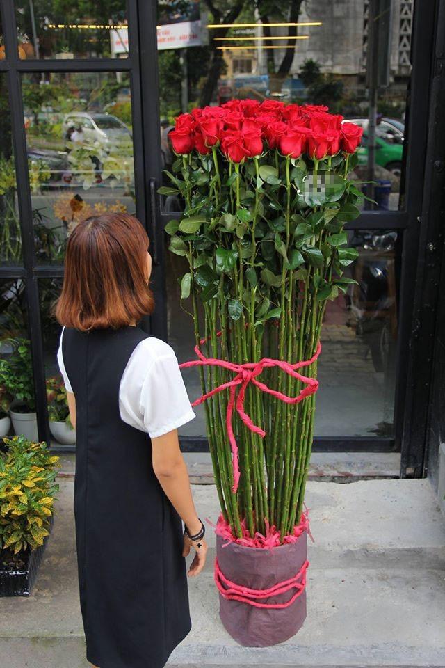Hoa hồng giá nửa triệu cao hơn người cháy hàng dịp Valentine - ảnh 1