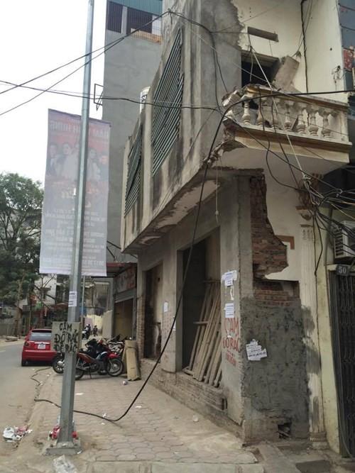 """Hà Nội: Những ngôi nhà """"kỳ dị"""" lại tiếp tục mọc lên - ảnh 1"""