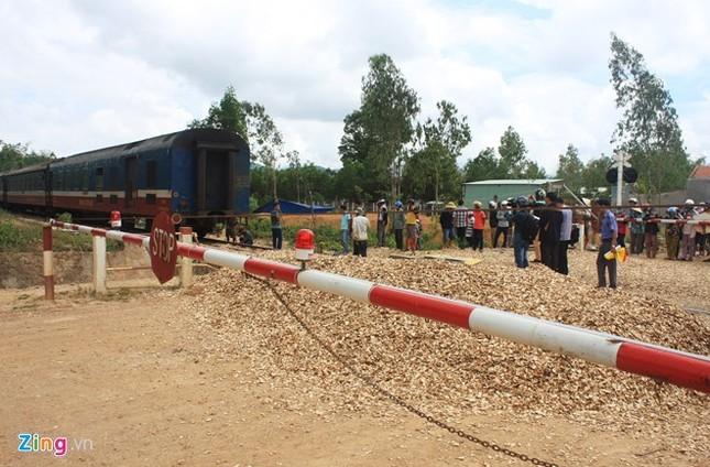 Vụ tàu hỏa húc xe tải ở Bình Định: 'Do gác chắn không đóng' - ảnh 1
