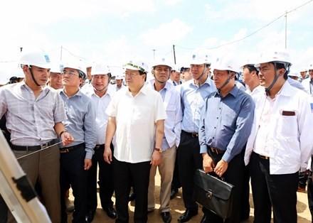 Phó Thủ tướng Trịnh Đình Dũng kiểm tra tiến độ Dự án Long Phú 1 và Sông Hậu 1 - ảnh 1