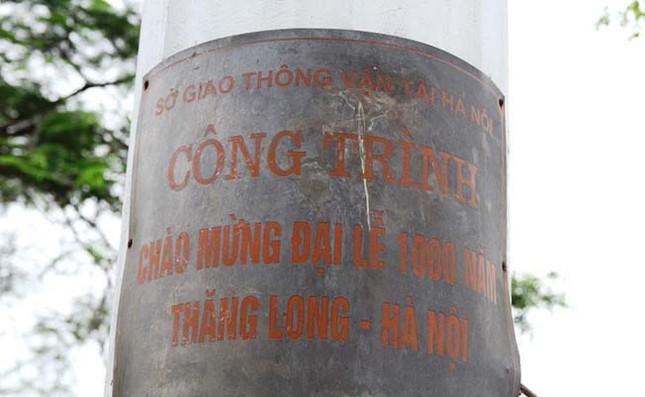Cột đồng hồ kỷ niệm 1.000 năm Thăng Long ngừng hoạt động - ảnh 1