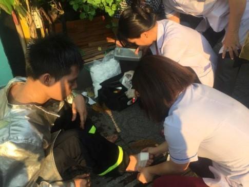 Cháy nhà trên đường Trần Khánh Dư, 10 người kẹt trong ngôi nhà 4 tầng - ảnh 1