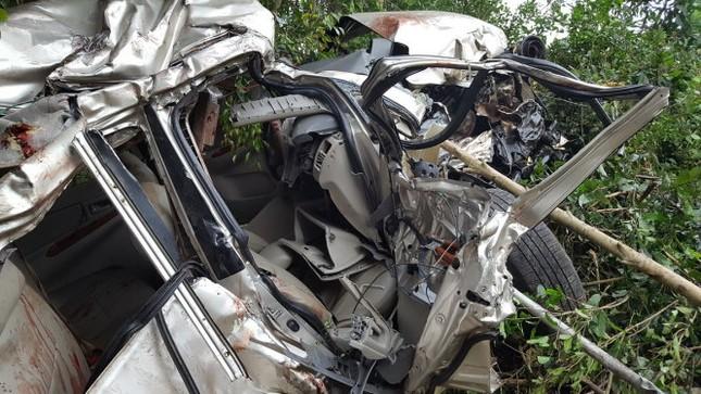 Ôtô bị tàu hỏa tông, 4 người chết, 2 bị thương - ảnh 1