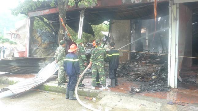 Hiện trường hoang tàn của vụ cháy chợ biên giới Tân Thanh - ảnh 1