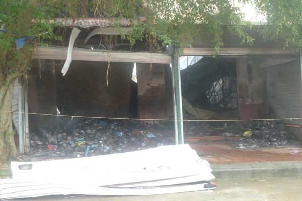 Hiện trường hoang tàn của vụ cháy chợ biên giới Tân Thanh - ảnh 2