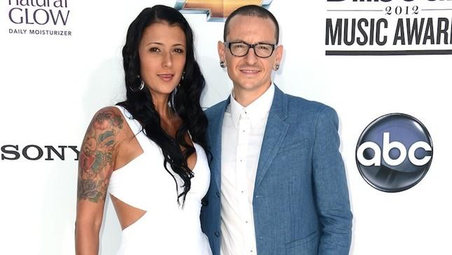 Linkin Park ra mắt MV mới ngay sáng ngày Chester Bennington mất - ảnh 1