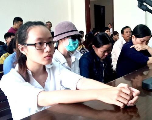 Tạt axít nữ sinh ở Sài Gòn, cô gái đổ tội cho người yêu - ảnh 1
