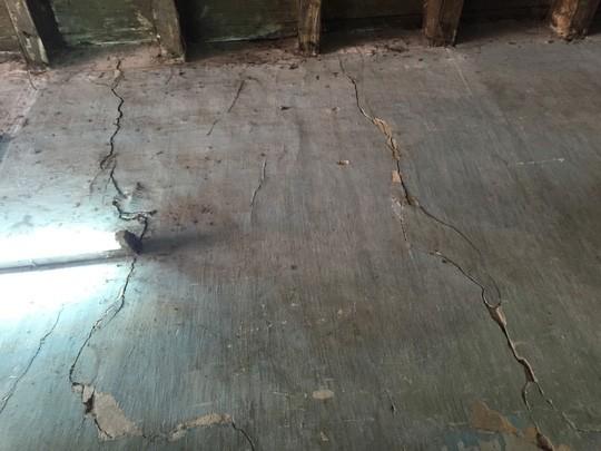 Sập mái nhà cổ thời Pháp ở trung tâm Sài Gòn - ảnh 1