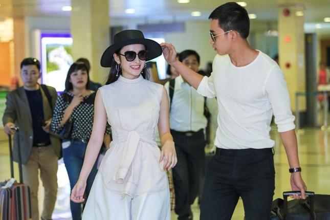 Angela Phương Trinh thân mật với bạn trai Võ Cảnh ở sân bay - ảnh 2