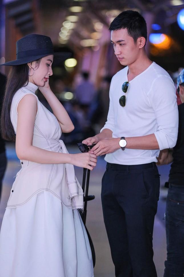 Angela Phương Trinh thân mật với bạn trai Võ Cảnh ở sân bay - ảnh 4