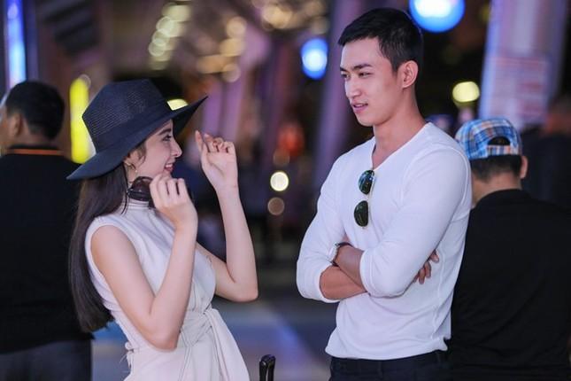 Angela Phương Trinh thân mật với bạn trai Võ Cảnh ở sân bay - ảnh 5