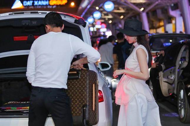 Angela Phương Trinh thân mật với bạn trai Võ Cảnh ở sân bay - ảnh 6