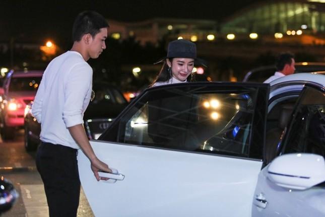 Angela Phương Trinh thân mật với bạn trai Võ Cảnh ở sân bay - ảnh 7