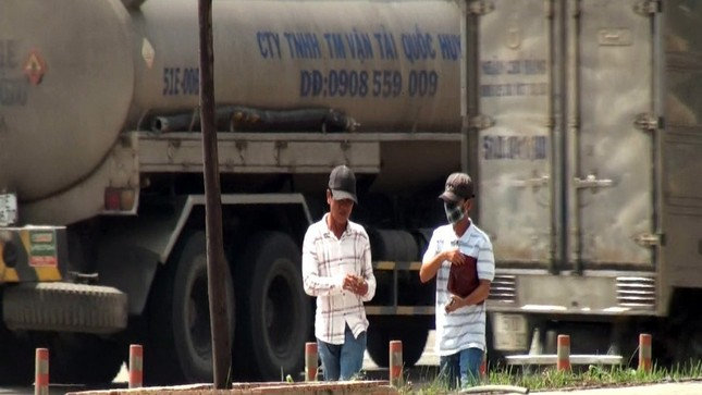 Cận cảnh trò lừa đảo của nhóm giang hồ dọc quốc lộ - ảnh 6