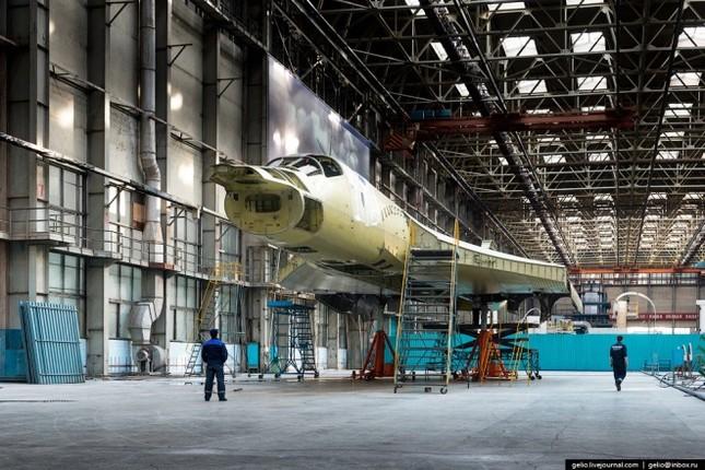 Bên trong nhà máy chế tạo oanh tạc cơ 'Thiên nga trắng' - ảnh 4