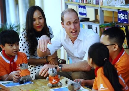 Hoàng tử Anh William muốn lái xe máy trên phố Hà Nội - ảnh 1