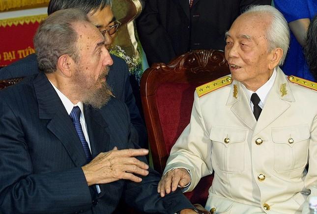 Lãnh tụ Fidel Castro và những khoảnh khắc lịch sử - ảnh 7